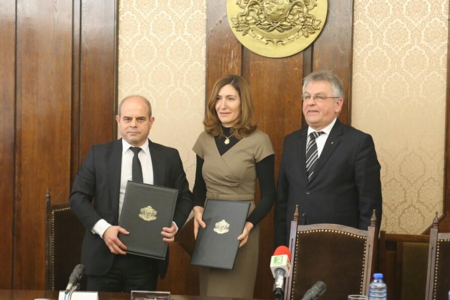 Министърът на туризма Николина Ангелкова и кметът на Русе Пламен Стоилов подписаха договор за безвъзмездно предоставяне на помещение за офис на секретариата.
