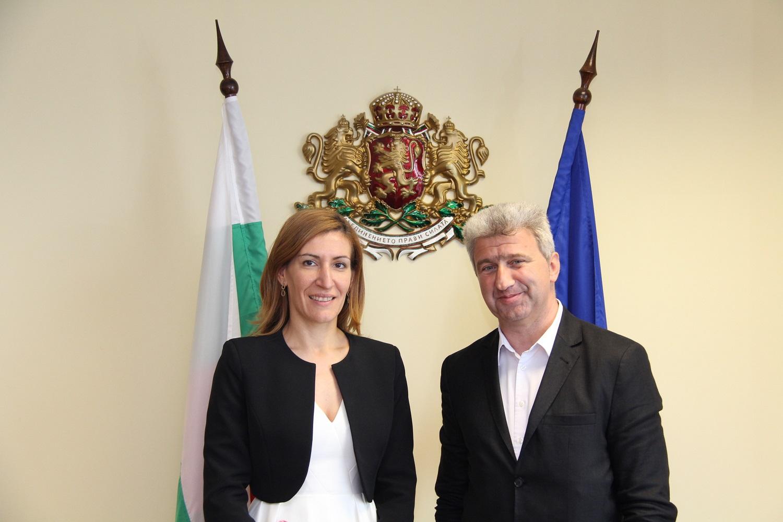 98272a9ed88 Министърът на туризма Николина Ангелкова се срещна с кмета на община Пещера  Николай Зайчев и обсъди с него възможностите за развитие на туризма в  региона.