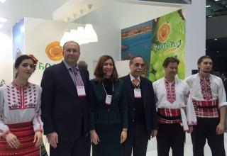 Министър Николина Ангелкова заедно с ръководителя на Федералната агенция по туризъм на Русия Олег Сафонов и извънредния и пълномощен посланик на България в Руската федерация Бойко Коцев