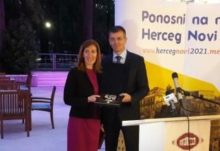 Министър Ангелкова заедно с министъра на устойчивото развитие и туризма на Черна гора Бранимир Гвозденович.