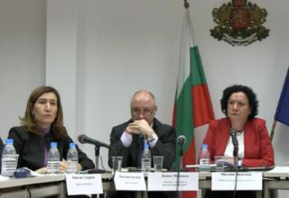 Министър Николина Ангелкова по време на срещата за обсъждането на управлението на ски зоната в Банско.