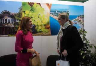 Министърът на туризма Николина Ангелкова и министърът на регионалното развитие на Чехия Карла Шлехтова.