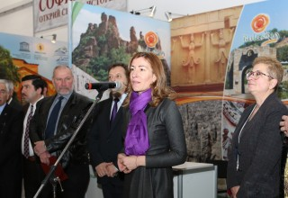 """Министър Николина Ангелкова откри Международното изложение """"Културен туризъм 2015"""" във Велико Търново"""