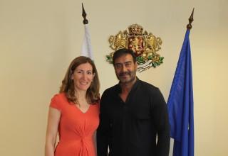 Министър Николина Ангелкова по време на срещата си с актьора Аджай Девган.