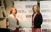 Министър Ангелкова заедно с кмета на Казанлък Галина Стоянова