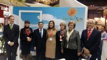 Снимка (от ляво на дясно): Посланикът на Република България в Испания Костадин Коджабашев, заместник-председателят на парламентарната Комисия по икономическа политика и туризъм Даниела Савеклиева, генералният секретар на Световната организация по туризъм Талеб Рифай, министърът на туризма Николина Ангелкова, заместник-председателят на Комисията по бюджет и финанси Диана Йорданова, председателят на Комисията по бюджет и финанси в Народното събрание Менда Стоянова и експерт от екипа на генералния секретар на