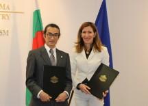Министър Николина Ангелкова и президентът и представителен директор на БАЯЮИЕ Кихачиро Нишиура
